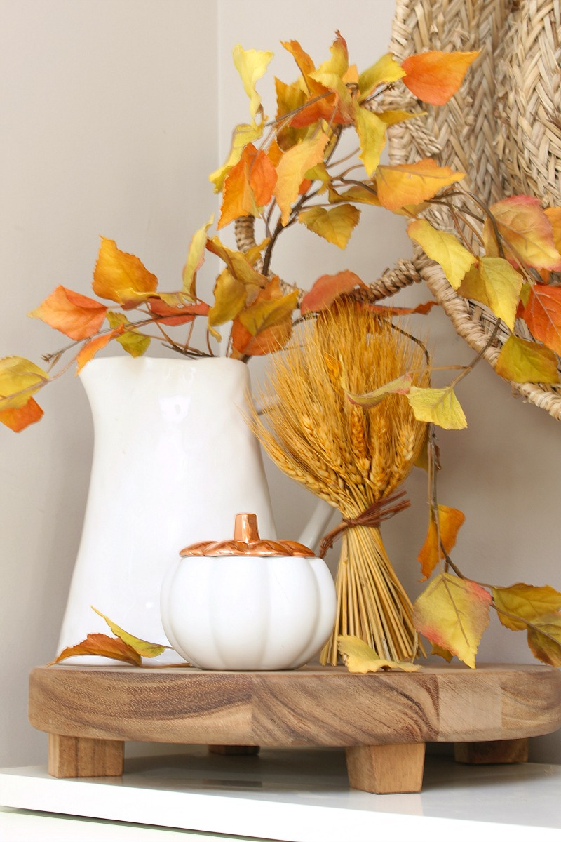 Simple fall vignette in a front foyer.