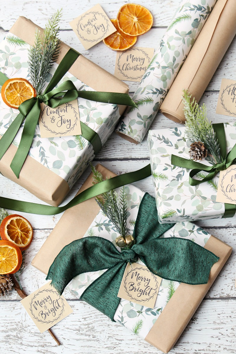 Beauutiful Christmas wrapping with kraft paper free printable Christmas tags.