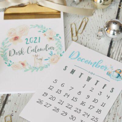 Free printable 2021 desk calendar with pretty watercolor design.