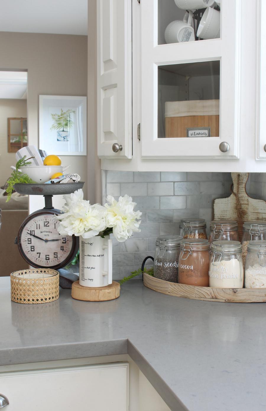 White summer kitchen with smoothie bar.