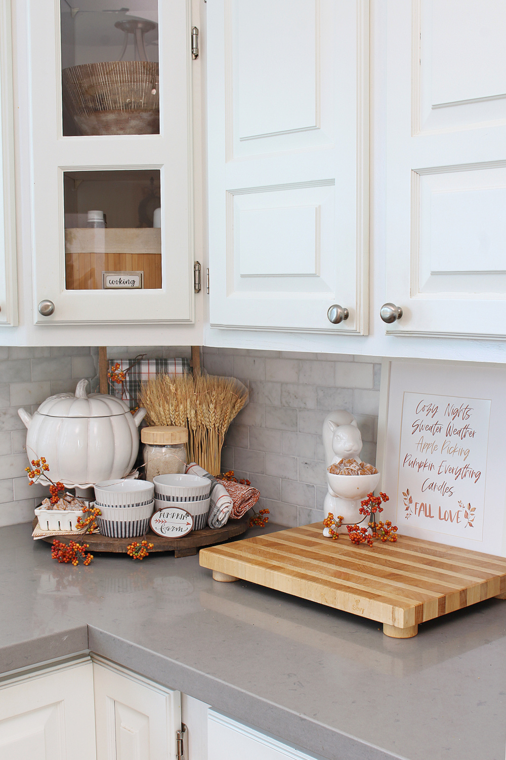 White farmhouse kitchen decorated with fall with a free fall printable.