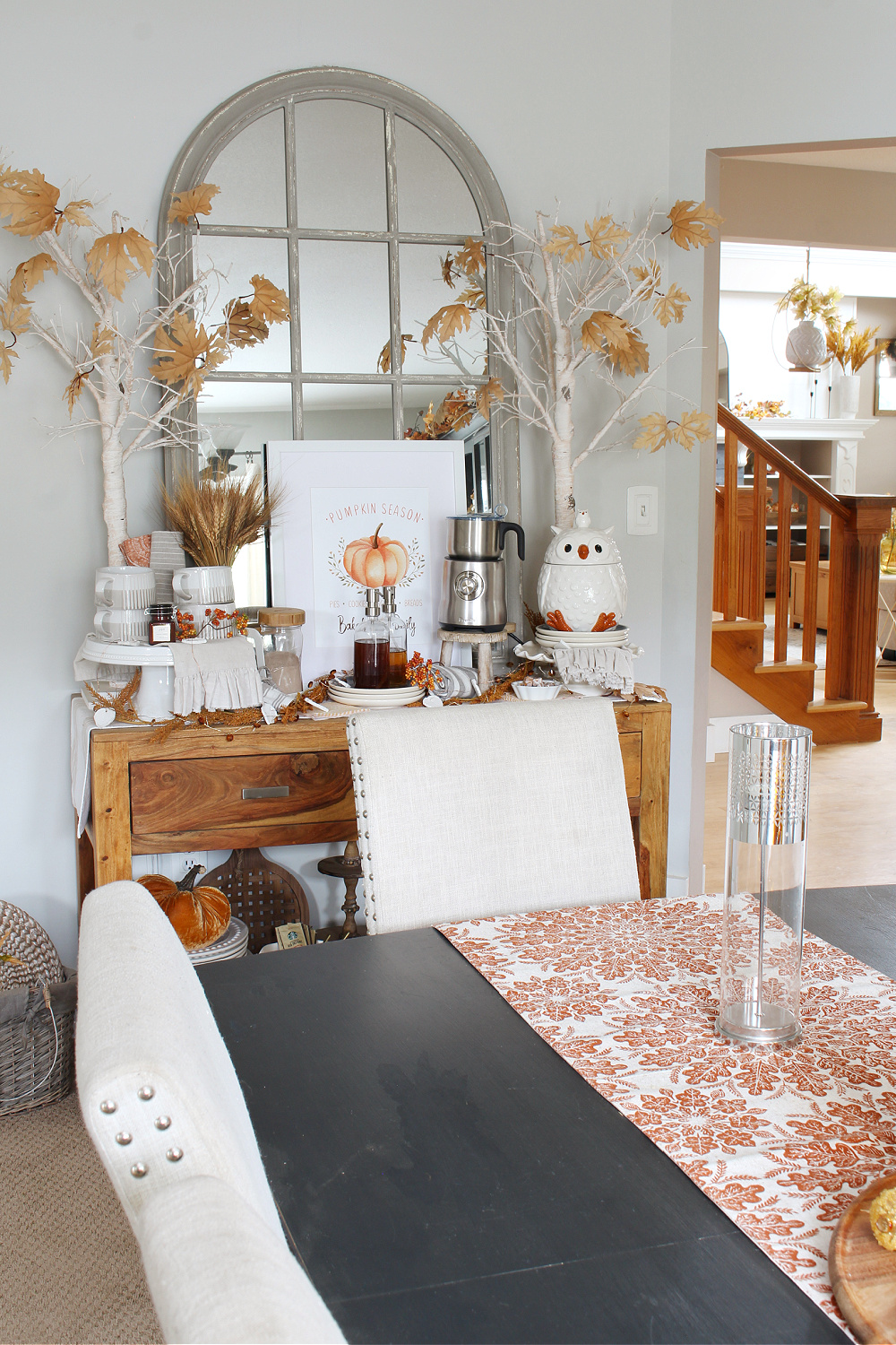 Modern farmhouse dining room decorated for fall with traditional fall colors.